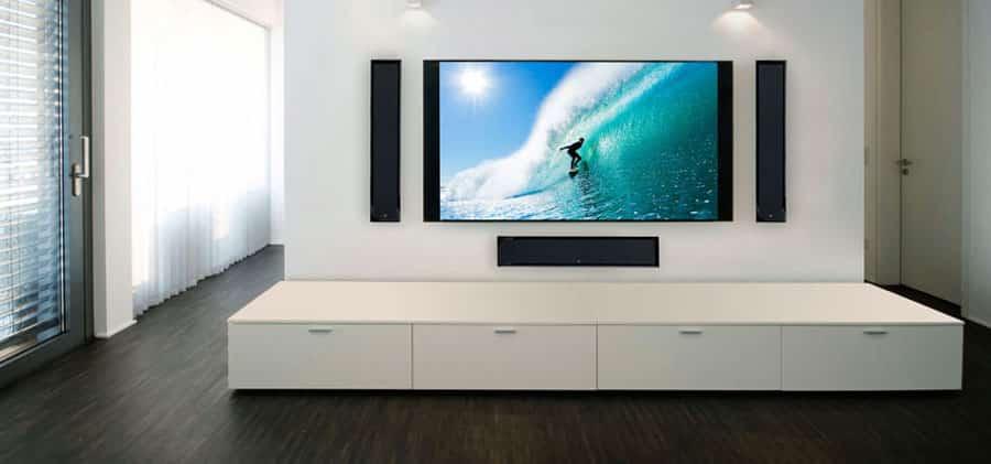На какую высоту вешать телевизор